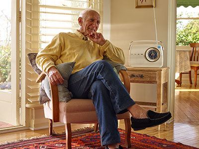 COPD-Patient erhält nicht-invasive Beatmung